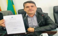 Vereador Carlinhos parabeniza funcionários do Hospital do Juruá pelos serviços prestados a comunidade cruzeirense