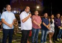 Vereadores participam da inauguração de luzes Natalina