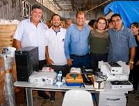 Vereadores participam de entrega de equipamentos à Secretária de Saúde