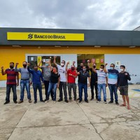 Vereadores participam de manifestação contra fechamento de agência do Banco do Brasil em Cruzeiro do Sul